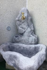 Fontana ANGOLO ANTICATA GRIGIA  1