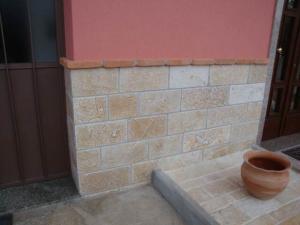 Rivestimento in pietra Naturale a Correre cm. 20